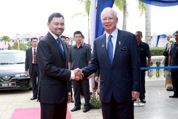 Najib_and_Brunei_Crown_prince_20131112_06_600_399_100