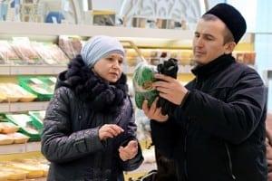 Customers in Bakhetle, the first Halal supermarket of Kazan, in Staro-Tatarskaya Sloboda. Source: Maksim Bogodvid/RIA Novosti